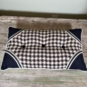 Pillow houndstooth tufted ivory black trim corners